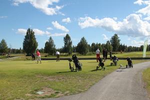 Timrå Golfklubb är välbesökt på sommaren men Per Engström hoppas på ännu fler besökare under helgen.