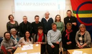 Några av årsmötesdeltagarna på Vänsterpartiets årsmöte i solidaritet med antifascister i Malmö.    Foto: Nisse Sandqvist.