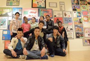Skaparkraft. Med hjälp av bild, färg och form har ungdomarna tränat sin språkinlärning och sitt ordförråd.
