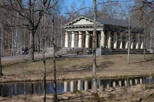 FINA KULTURMILJÖER. Grekiska Templet i bruksorten Söderfors är en av många kulturhistoriska miljöer som stärker den positiva bilden av kommunen.