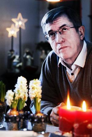 Lennart Sjögren anser att han har blivit måltavla för interna strider inom Kristdemokraterna.  – Den som går mellan ett bråk på skolgården riskerar själv att få en rejäl sving, säger han.Efter fyra år av hektiskt politiskt arbete kan han nu koppla av hemma i Valbo.