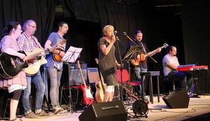 Revyorkestern spelade och underhöll publiken under Fala-Aftan.