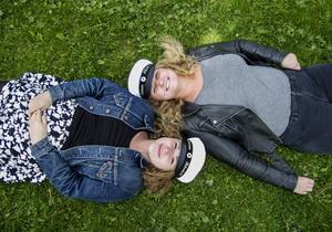 Johanna Larsson och Felicia Engblom är med i årets studentkommitté i Hudiksvall.