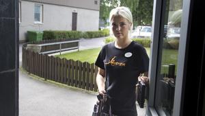 Varnar. Hemtjänstpersonal har egna nycklar och giltiga id-kort med datum och bild, berättar Sofia Kaitajärvi Persson som jobbar på hemtjänsten i Fagersta.