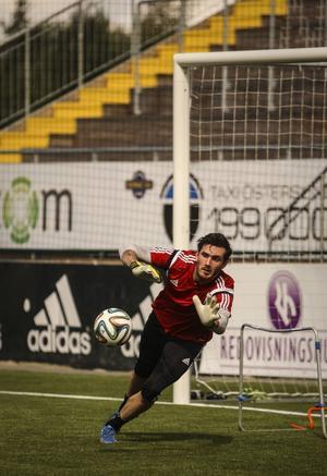 Haraldur Björnsson tar upp kampen med Aly Keita och Petter Augustsson om målvaktsposten i Östersunds FK.