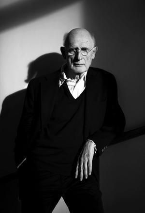 PC Jersild, läkare och författare, har skrivit ett 30-tal böcker sedan debuten 1960. Foto: Sara Mac Key