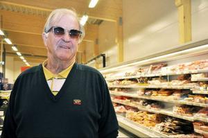 """""""Vi har svenska kunder också, häromdagen var regionchefen för Konsum Nord här, säger Björn Johansen."""