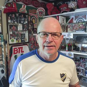 Roland Nilsson, 66 år från Harmånger, har haft ett dröm-år som supporter till IFK Norrköping och Frölunda HC.