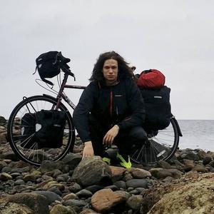 Kim cyklade tvärs över Sverige och följde västkusten på sin resa mot Europa.