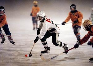 År 2000. 13-årige Tobias Holmberg kör ifrån Bollnäsförsvaret och gör 2–0. Matchen slutade 2–1 till VSK.