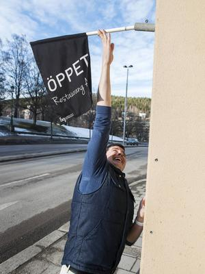 Kommer skylten till Restaurang Altinska tas ner nästa vecka? Rektor Trevor Fisher håller dock öppet fram till hösten.