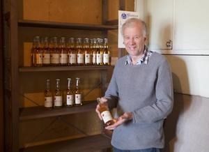 – Nu finns det inte många flaskor kvar, konstaterar Ola Edlund.