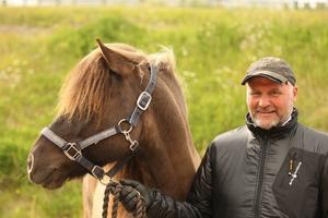 En glad Gudmundur Einarsson från Valne, vann SM för islandshästar med sin skyddsling Sproti trots en lång sjukdomsperiod under fjolåret.