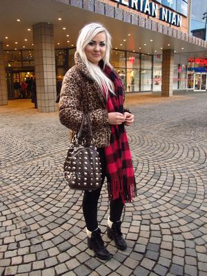 """Uniformt. """"Människorna i Gävle följer varandra hela tiden och det är jättetråkigt. Man ser trenderna så tydligt hela tiden"""", säger Zandra Jansson."""