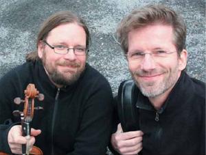 Kjell-Erik Eriksson och Rolf Christianson turnerar i länet med Röster från Vattudalen,Foto: Gohn Garreth Short