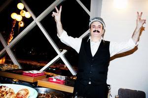Uppladdad med en imponerande buffé var köksmästaren Mahmut Erbek mer än redo att möta de tusen inbjudna gästerna.