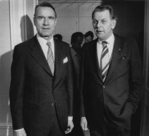 Finlands president Mauno Koivisto möter statsminister Torbjörn Fälldin (C) i Stockholm 1982. Fälldin gick ur tiden i somras. Koivisto i fredags.