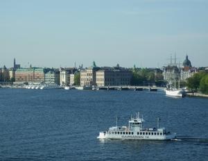 På väg med bridgegänget på Ålandskryss tog jag denna bild. Stockholm vår vackra huvudstad!!!Kuriosa:På onsdag 25 maj är det 70 år sedan jag såg dagens ljus. Föddes i Stockholm på Mors Dag och min pappas födelsedag!