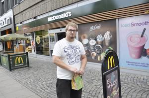 Oliwer Eriksson, 21 år, Söderhamn tycker att kaffestoppet på McDonalds är viktigt.