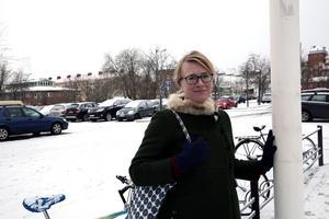 Åsa Wikberg (MP) kan inte längre lova att parkeringshuset i fem plan och med plats för cirka 240 fordon börjar byggas nästa år.