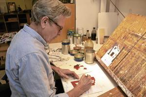 Färgstarkare. – Tittar jag på mina gamla oljemålningar så använder jag mer starka kulörer nuförtiden och mindre jordfärger, säger Thomas Rydén. Foto: Michael Landberg