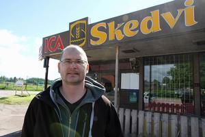 Kim Källs drev tidigare en Icabutik i Stora Skedvi. Nu återkommer han i samma butikslokaler, som Tempohandlare.