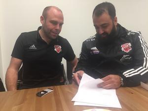 I vintras stod det klart att Azad Kalash (till höger) tar över huvudtränar rollen i Sala FF. Här syns han med klubbchefen Fredrik Månsson.