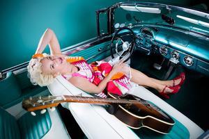 Eva Eastwood kommer till Smedjan den 2 juli och spelar rockabilly.