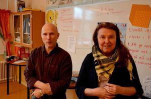 Anders Magnusson och Lotta Storm, lärare på skolan i Valsjöbyn, tycker att det är tråkigt för bygden att bageriet måste dra ner på verksamheten.