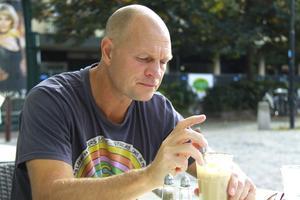 """Förtegen. """"Jag kan inte ge några kommentarer förrän det blir någonting"""", säger Pelle Fosshaug om VSK Bandys intresse."""