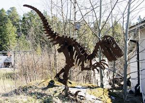 Jurassic Park-tema i trädgården.