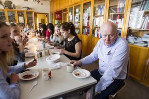 Fredagsfikat är tradition för lärare och elever.