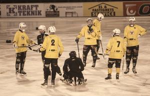 Rolf Larsson (i mitten) närmar sig allt mer en comeback i Brobergströjan.