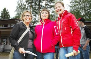 Ina Pettersson-Lif, Margareta Lif-Bohlin och Johanna Bohlin-Björn är gamla bekanta som brukar träffas i samband med travveckan varje år.