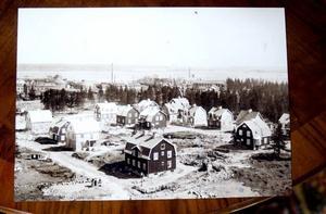 1920-TALET. Så här såg det ut på Brynäs när pensionatet Rum på Brynäs byggdes på 1920-talet; då som flerfamiljshus.