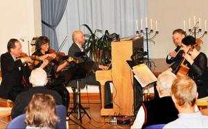 Jämtlands enastående stråkkvartett, Archi Jamt tillsammans med pianisten Stefan B Nilsson under konserten Uruppförande gånger två.