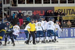 Peace & Love Citys Mattias Krantz reducerade till 4–2 i början av den andra halvleken.
