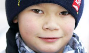 Det har blivit populärt att åka längdskidor. Därför har Svenska skidförbundet tagit fram trafik- och trivselregler för att ge nybörjare en vägledning och för att alla ska trivas i skidspåret.Foto: Mostphotos.se