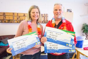 Lena och Thord Mattsson vann sammanlagt 45 000 kronor när Postkodlotteriet var i Avesta.