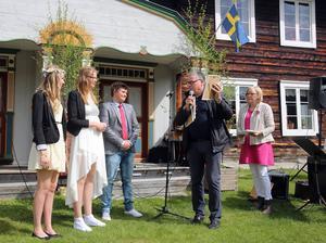 Tre musikstipendier delades ut av musikläraren Jan-Erik Nordstrand till Jennie Liljedal, Ebba Modin och Måns Hellström.
