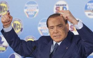 Sent på måndagseftermiddagen tydde nämligen mycket på att Berlusconi kan få stora framgångar i senaten, vilket gör regerandet mycket osäkert. Den europeiska hopplösheten uttrycker sig på många språk men talar just nu italienska. På bilden Silvio Berlusconi. Foto: Mauro Scrobogna/scanpix