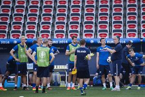 Lars Lagerbäck gör kanske sin sista match som förbundskapten för Island ikväll. Då ställs oerfarna islänningarna mot England i åttondelsfinalen i EM.