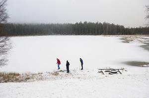 Bodsjön öster om Gottne brukar isbeläggas tidigt. Men då gäller det att passa på innan snön kommer.