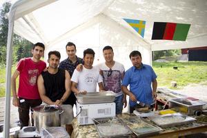 Afghansk mat serverades i ett av tälten.