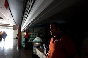 Många drabbades av fredagens strömavbrott i Hudiksvall. Hans Nilsson på Expert fick stänga butiken.