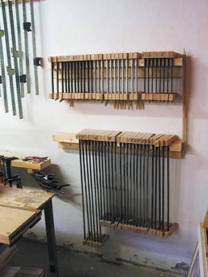 Det finns mycket gamla verktyg i möbelsnickeriet i Viksjöfors.