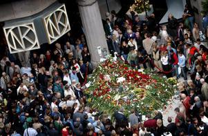 Anna Lindh knivhöggs till döds på NK i Stockholm 2003. Men fortfarande saknar många svenska ministrar livvaktsskydd.