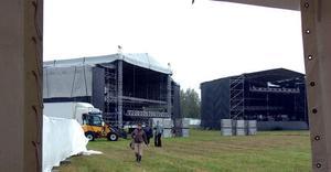 Festivalområdet står redo för att ta emot tusentals rockande besökare.