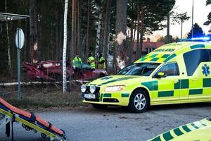 Bilen blev illa tilltygad i singelolyckan.