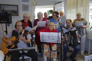 Röda Korsets egen sånggrupp avslutade torsdagsträffarna i Arbrå.